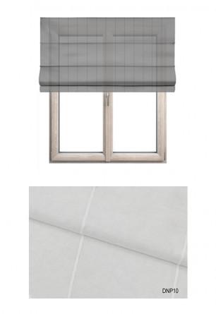 Roleta rzymska w tkaninie transparentnej o ozdobnych pionowych paseczkach w kolorze białym (DNP10).