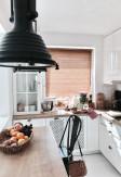 Żaluzje bambusowe odporne na wilgoć 25mm w kolorze graham z widoczną i naturalną strukturą drewna w kuchni.