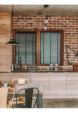 Czarna żaluzja bambusowa 25mm na oknie kuchennym. Montaż bezinwazyjny.