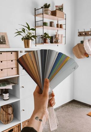 Próbki kolorystyczne lamel do żaluzji aluminiowych 50mm przygotowane przez Nasze Domowe Pielesze