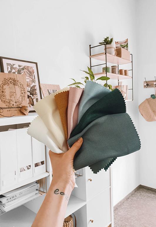 Próbki kolorystyczne tkanin do zasłon przygotowane przez Nasze Domowe Pielesze