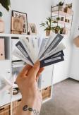 Próbki kolorystyczne tkanin do rolet plisowanych przygotowane przez Nasze Domowe Pielesze