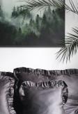 Poszewka z falbaną w grafitowym kolorze.