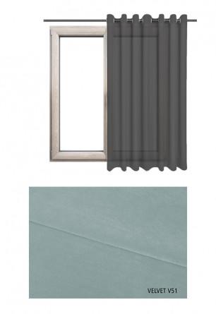 Zasłona na kołach w tkaninie o niebiesko szarym odcieniu (V51) z kolekcji VELVET na wymiar.