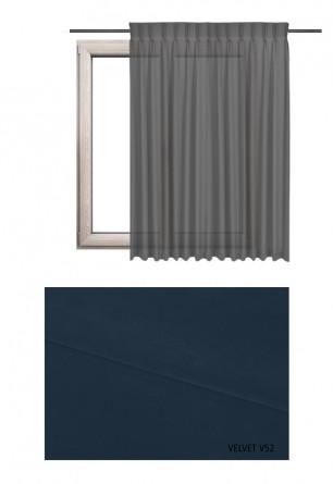 Zasłona na kołach w tkaninie o granatowym odcieniu (V52) z kolekcji VELVET na wymiar.