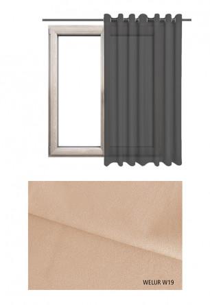 Zasłona na kołach w tkaninie o beżowym odcieniu (W19) z kolekcji WELUR na wymiar.
