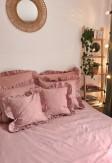 Poszewki z ozdobną falbaną w odcieniu różu 40x40 50x60 70x80 - nasze domowe pielesze