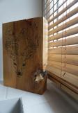 Żaluzje bambusowe odporne na wilgoć 25mm w kolorze graham z widoczną i naturalną strukturą drewna w łazience.